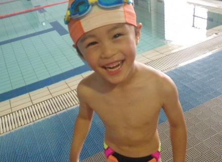 元気いっぱい、プールで泳ごう!!
