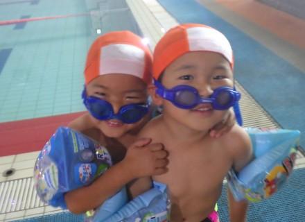 プール大好き!泳ぐの大好き!